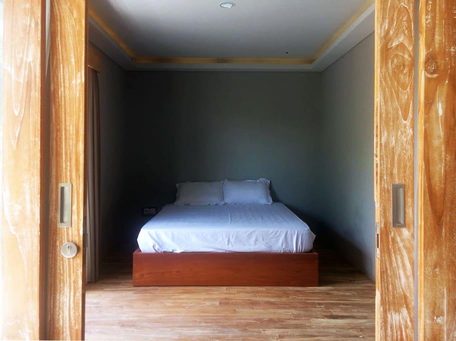 5 x 5 meters, wodden floor