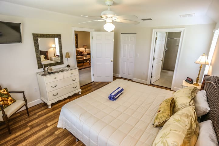 21169 Noddy Tern is a beautiful duplex, located in the middle of the island of Fort Myers Beach