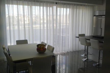 Modern Home in Swieqi - Swieqi - บ้าน