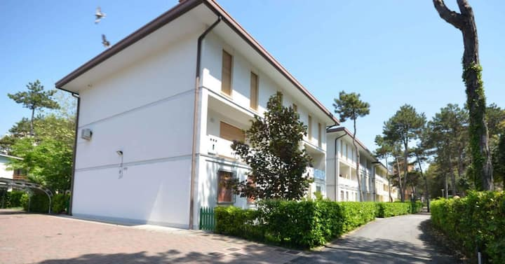 apt for 7+2 persons with a/c in Bibione R82057