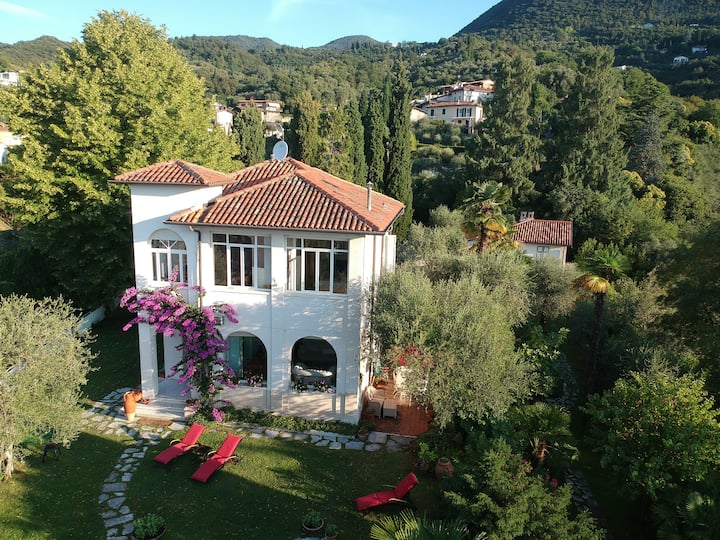 Luxurious Villa in Gardone, Garden, 180° Lake View