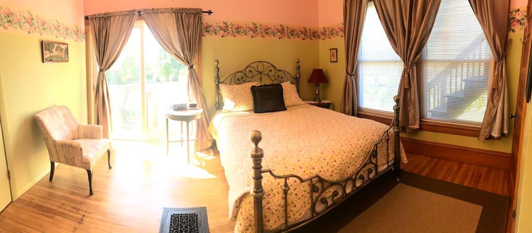 Bedroom #2 - 1st Floor - Birch View Room