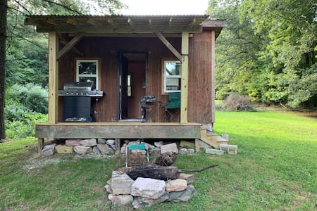 Comfy Off-Grid 1-Room Cabin in the Woods