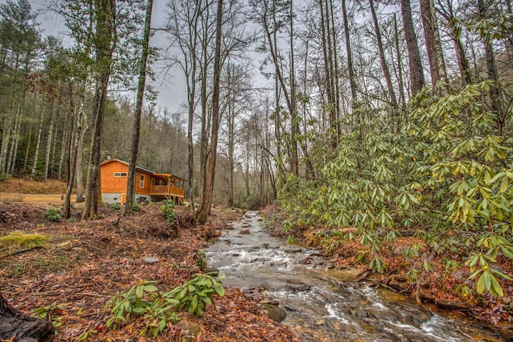 Creekside Cabin-Simple Cabin Luxury, Spectacular! On the River-Close to Brevard