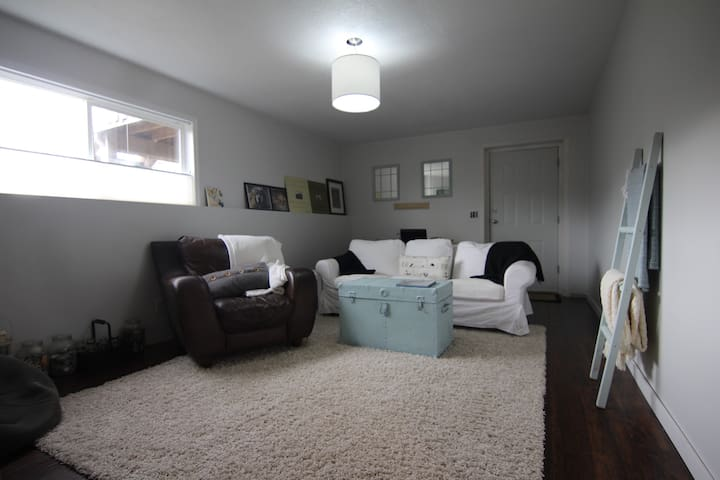 Bright, Spacious comfy place to stay - Campbell River - Suíte de hóspedes