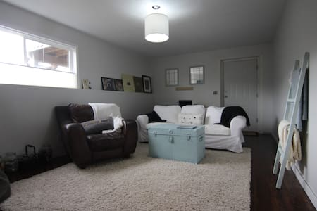 Bright, Spacious comfy place to stay - Campbell River - ゲスト・スイート