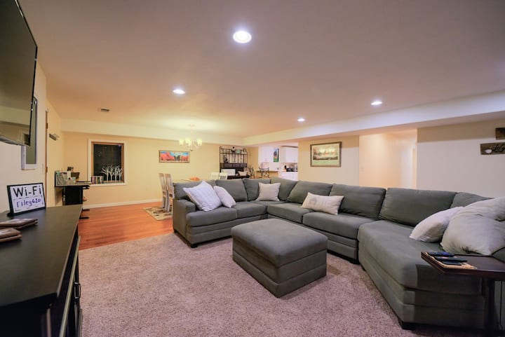 Entire Basement Apartment EASY on/off to I-25/I-80