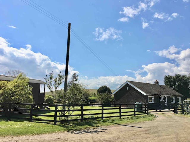 Westfield Farm Cottage, 4 miles from Whitley Bay