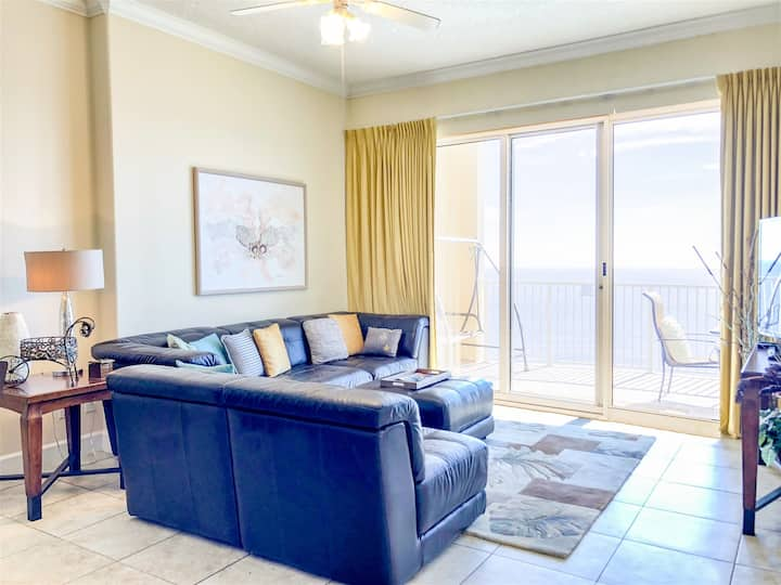 Ocean Villa 2004- Beautiful condo steps away from the sand with private balcony