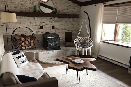 Pine Valley Guesthouse       Beach City