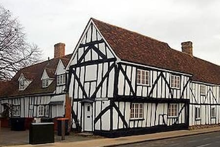 Double room in 16th century cottage - Elstow