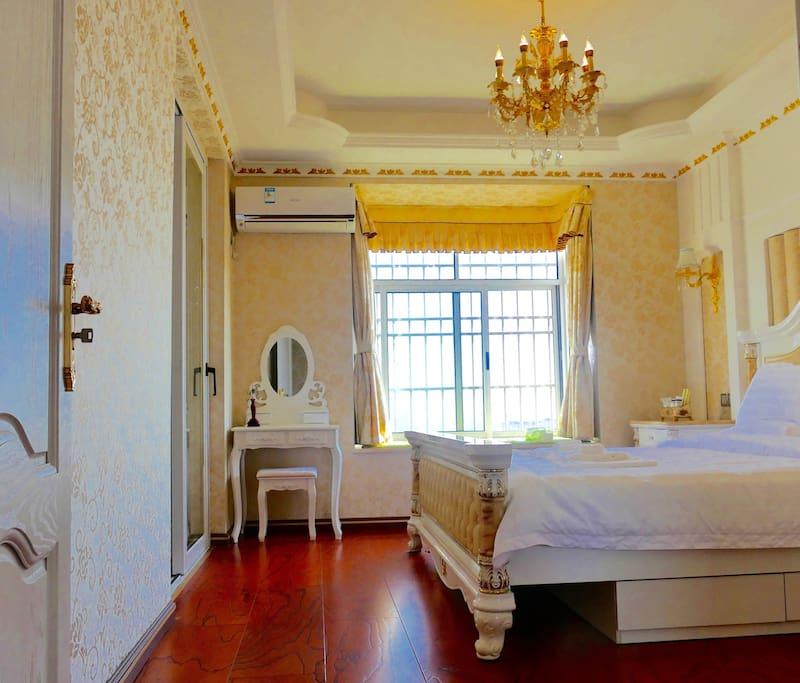 Luxury King Bed Room 奢华大床房