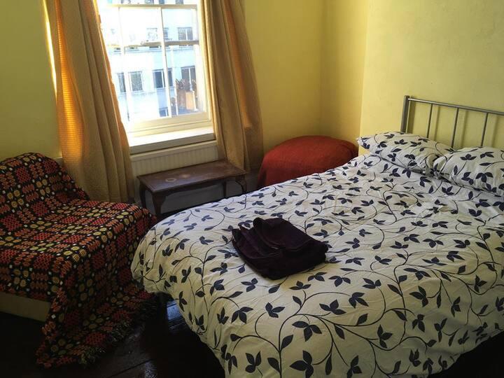 Bright room in the centre of Bristol (21)