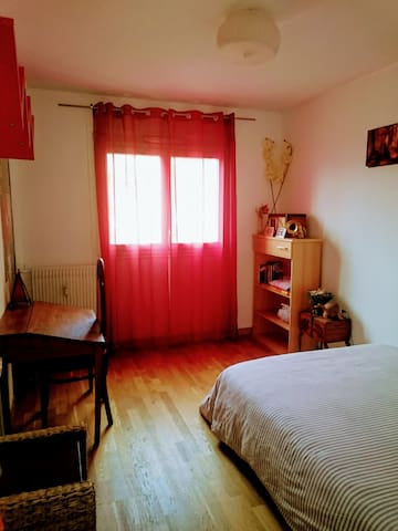 Comfortable room 10 mn from historical centre