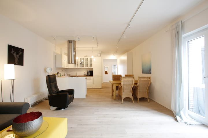 Quiet, Modern Loft (94 sqm) in Sternschanze