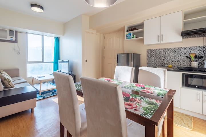1BR/1B Cozy Condo - Cebu IT Park w/ WiFi/Cable