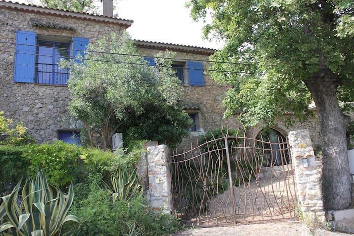 Villa T3 de charme sur les hauteurs d'Antibes
