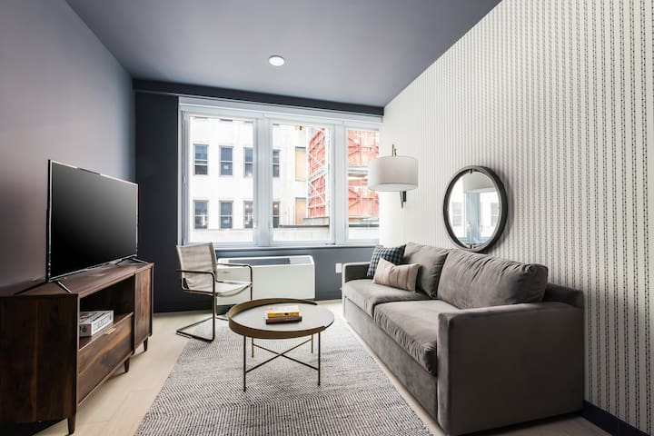 Sonder | Stock Exchange | Calming 1BR + Lounge