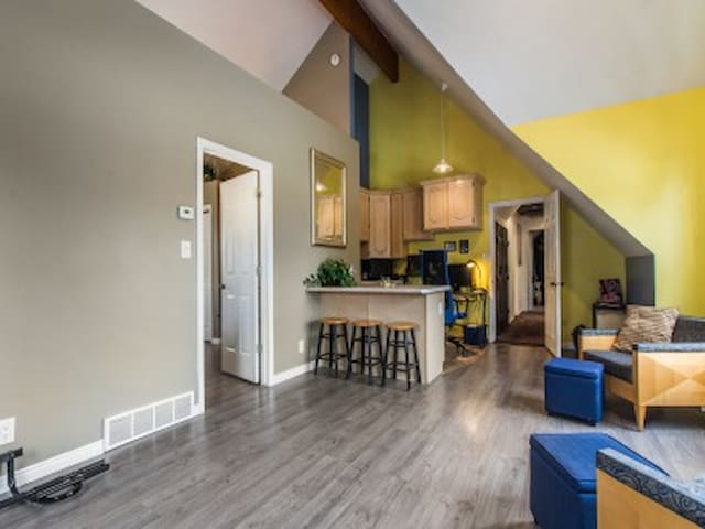 Wonderful Central Valley Loft, Close to everything - West Jordan - Hus