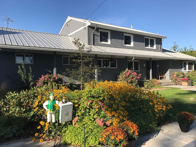 Spacious Ladner Family Home