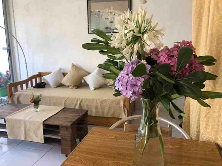Luminoso apartamento a minutos de Playa Mansa
