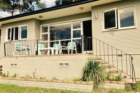 Cosy seaside cottage, 3 minutes walk to beach - Denhams Beach - Haus