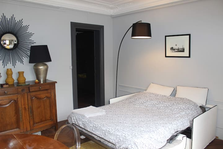Chambre privée dans appartement Paris 8 Elysée