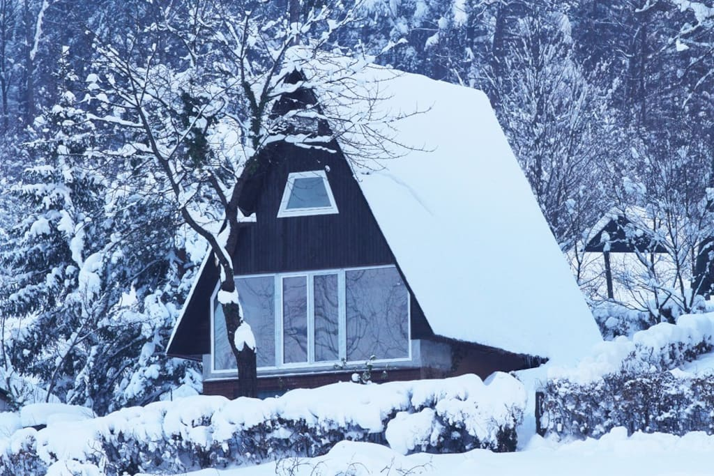 cottage during the winter... sledding is possible in front of the house :)