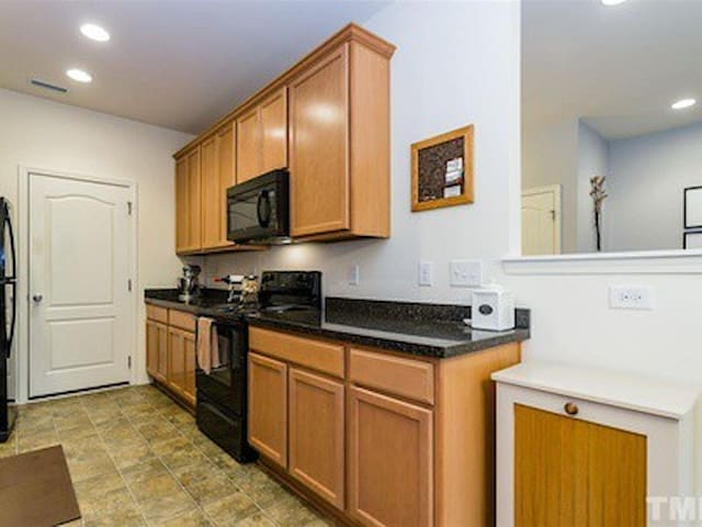 Close to Airport and RTP/RTI :) - Morrisville - Townhouse