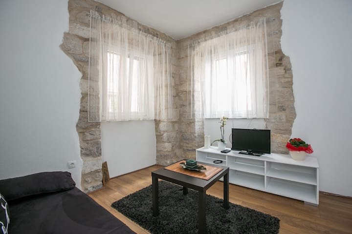 "Apartments ""Kamena kuća"" - Kaštel Novi - Appartement"