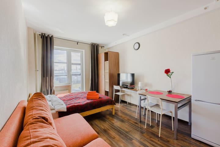 Awesome flat with balcony next to Pulkovo Park
