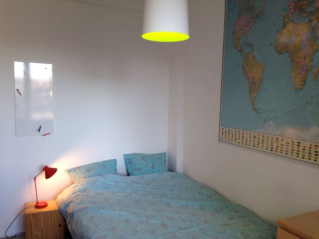Guest room in a great neighborhood - Ixelles - Wohnung
