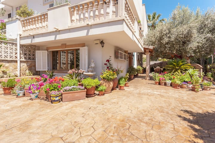 Comfortable 5BD House with yard - Santa Ponsa - Casa
