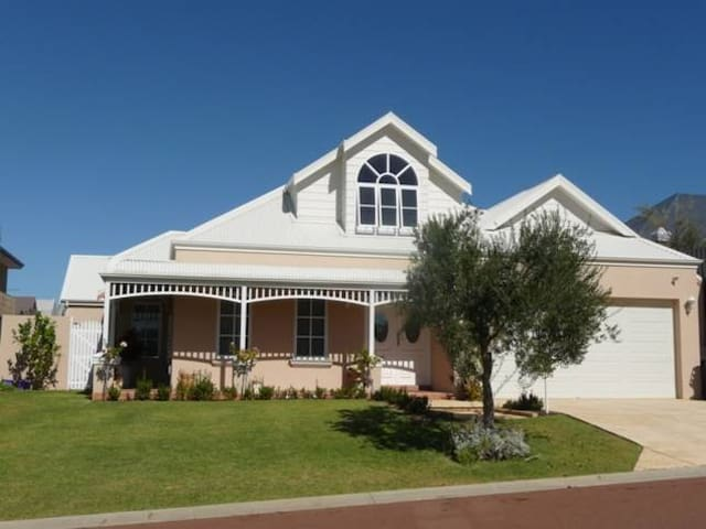 Waterford Home-FREMANTLE - Beaconsfield - Hus
