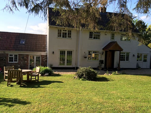 Heronwood Lodge Welcomes You - Brockley - Bed & Breakfast