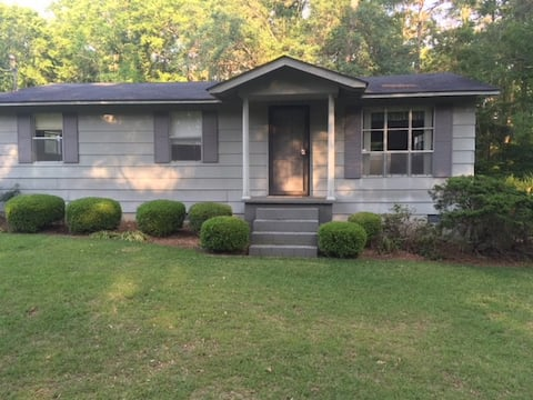 """Wimberly Plantation-Gleesom Hall"" 3br Guest House"