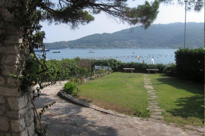 Portovenere - Villa in riva al mare