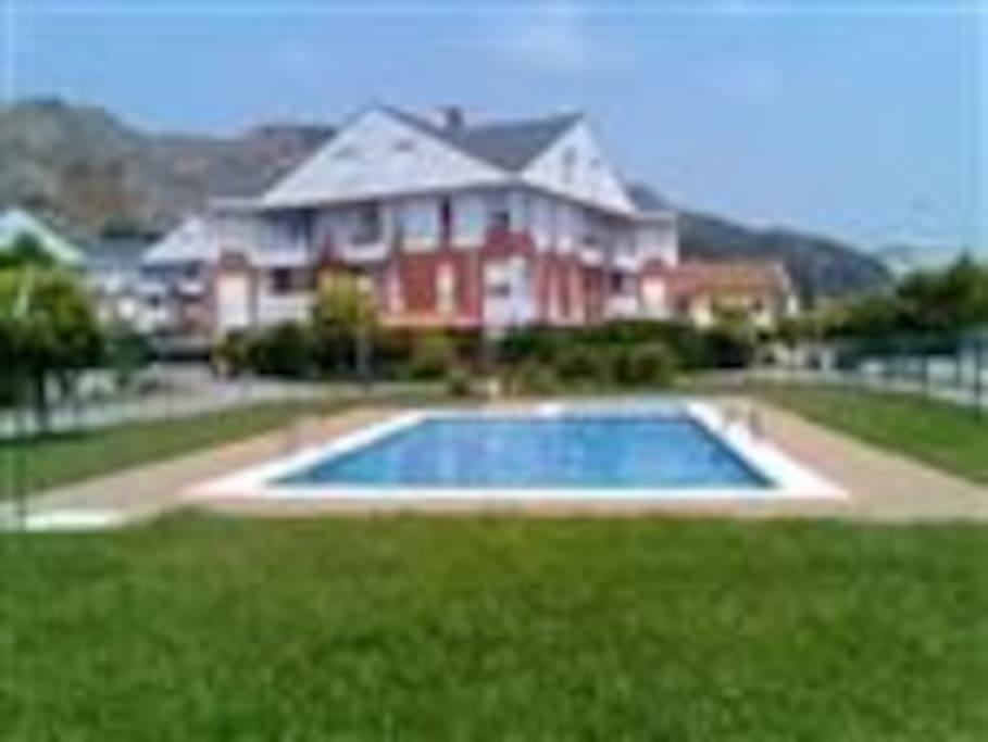 Bajo con jardin y piscina apartamentos en alquiler en - Piscinas en santander ...