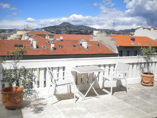 RIGHT IN THE CENTER WITH 25m² TERRACE