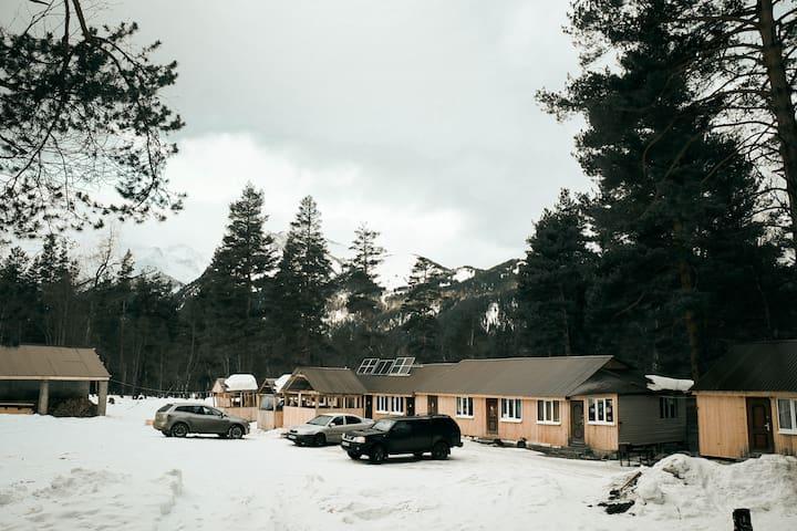 """гостевой дом """"У РЕКИ СОФИЯ""""- шестиместный котедж - Arkhyz - Natur-Lodge"""