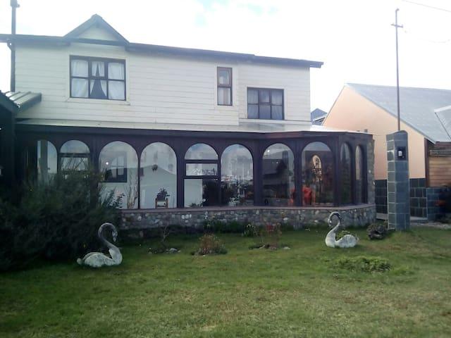 La casa DEL JARDÍN DE INVIERNO Y LOS CISNES