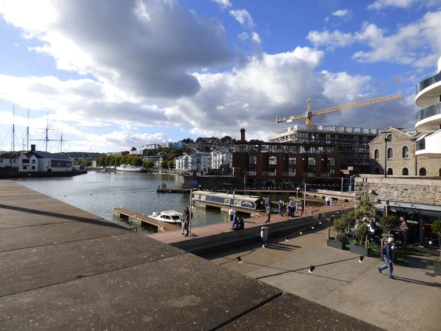 Wide-beam houseboat in Bristol.