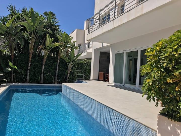 Charming Luxury Villa in the Center of Albir
