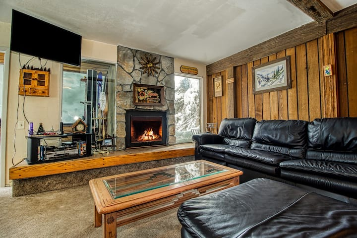 Dog-friendly condo near Dixie National Forest & across highway from ski lift!