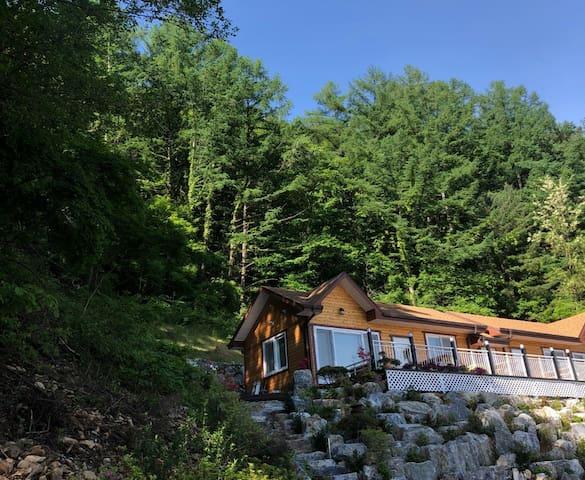 [정선/예향 단독객실] 정선 푸른강과 정선시내가 내려다보이는 최고의 휴식공간입니다.