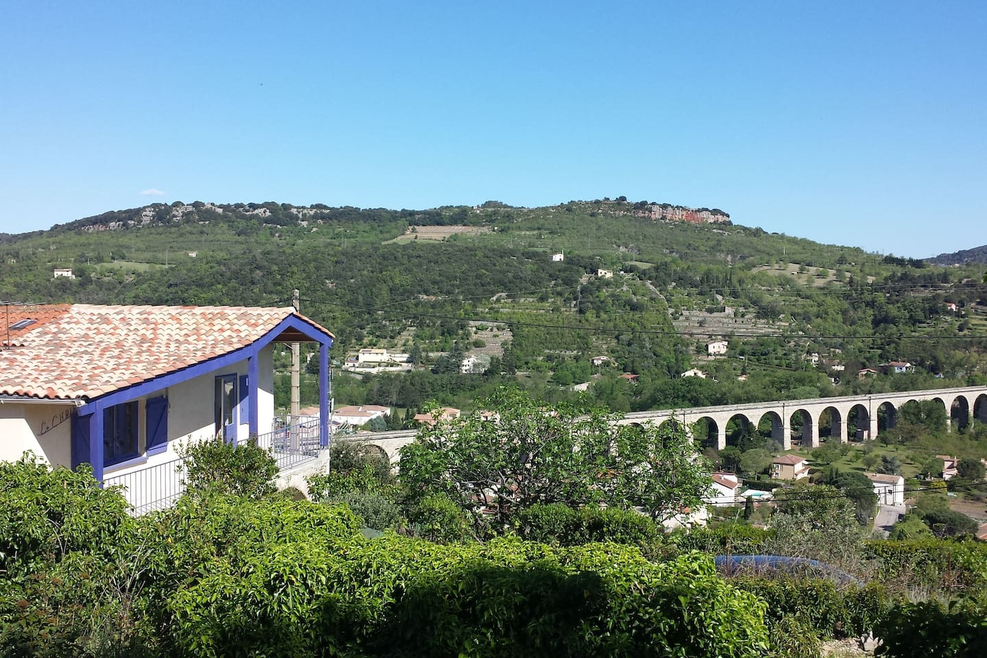 Great location, view over the village, mountains and the old railway bridge.
