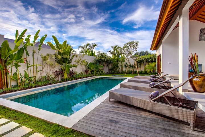 EchoBeachVilla, 3BR, 100m to beach, Quiet, Private