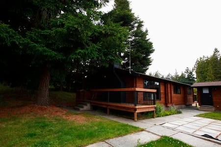 REEF Vacation Cottage - Nanoose Bay