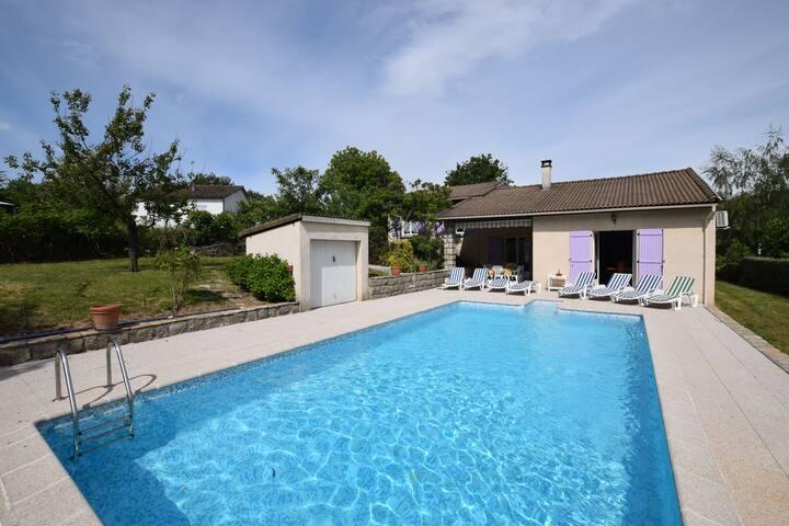 Maison de vacances paisible à Sampzon avec piscine