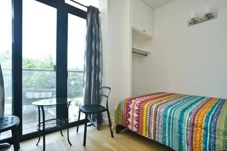 Brand New Modern Luxury Apt, Room B